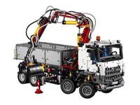LEGO Technic 42043 - Mercedes Benz Arocs 3245 - A-Modell Stützen ausgefahren