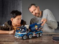 LEGO Technic 42112 - Vater und Sohn beim Bauen