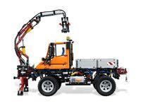 LEGO Technic 8110 - A-Modell Seitenansicht links mit Frontkran
